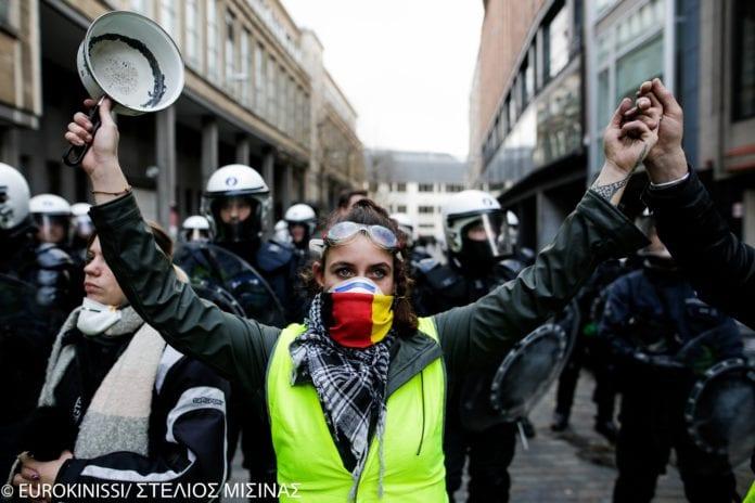 Παρίσι: Τα «κίτρινα γιλέκα» επέστρεψαν στους δρόμους