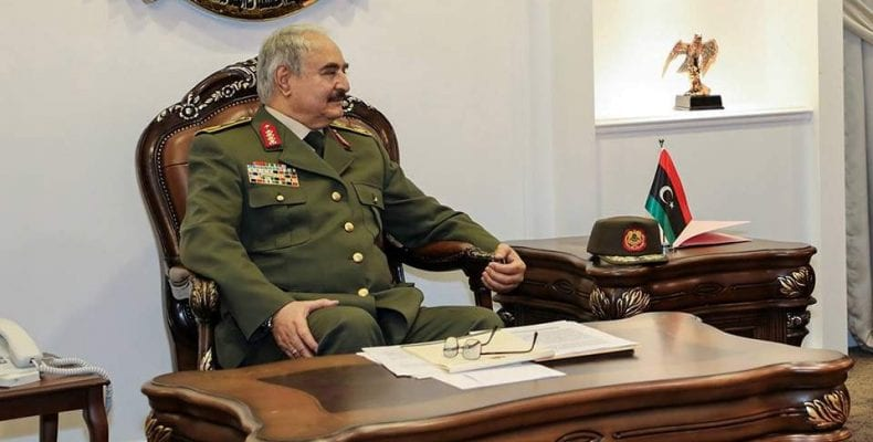 Η πρεσβεία της Λιβύης στην Αίγυπτο στηρίζει τον στρατηγό Χάφταρ