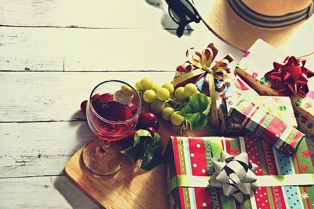 Γιορτή σήμερα 23, 24 Δεκεμβρίου Εορτολόγιο Ποιοι γιορτάζουν 23/12 στην Ορθόδοξη Εκκλησία - Μην ξεχάσετε να ευχηθείτε χρόνια πολλά