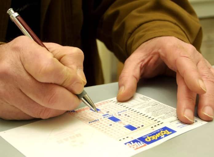 ΤΖΑΚ ΠΟΤ στη χθεσινή κλήρωση Τζόκερ 18/8 Δείτε τα αποτελέσματα - Τουλάχιστον €2.300.000 θα μοιραστούν στην επόμενη κλήρωση 20/8 Τζόκερ κλήρωση σήμερα 2/1: Πανικός για τα χρυσά νούμερα Αριθμοί Joker Κλήρωση τζόκερ €1.300.000 δίνουν οι αριθμοί tzoker σήμερα 8/12