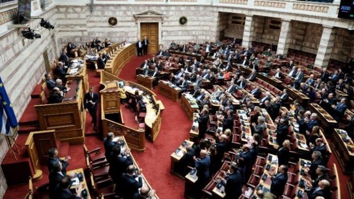 Ψήφος αποδήμων: Ιστορική πλειοψηφία 288 βουλευτών