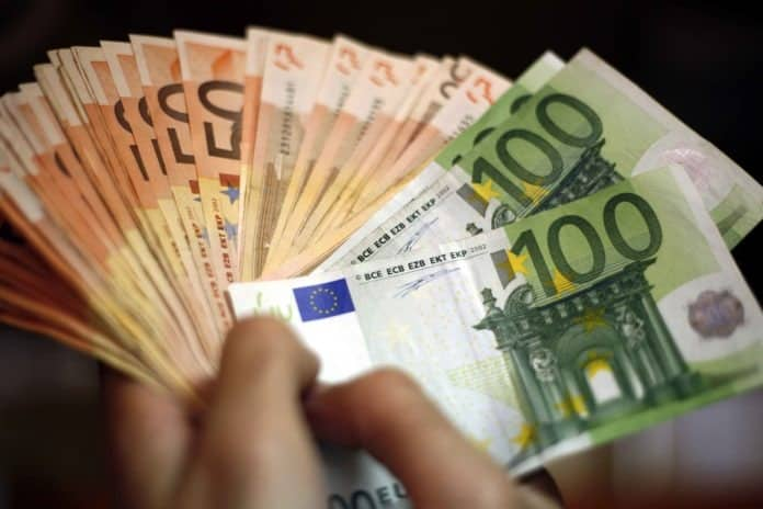 Επίδομα 800 ευρώ: Τελικοί δικαιούχοι - Supportemployees Αναδρομικά 2020: Πότε μπαίνουν οι αυξήσεις στις συντάξεις ΕΦΚΑ ΙΚΑ Κοινωνικό Μέρισμα: Υπογράφηκε η ΚΥΑ Τι αλλάζει Ανοίγει 17 Δεκεμβρίου