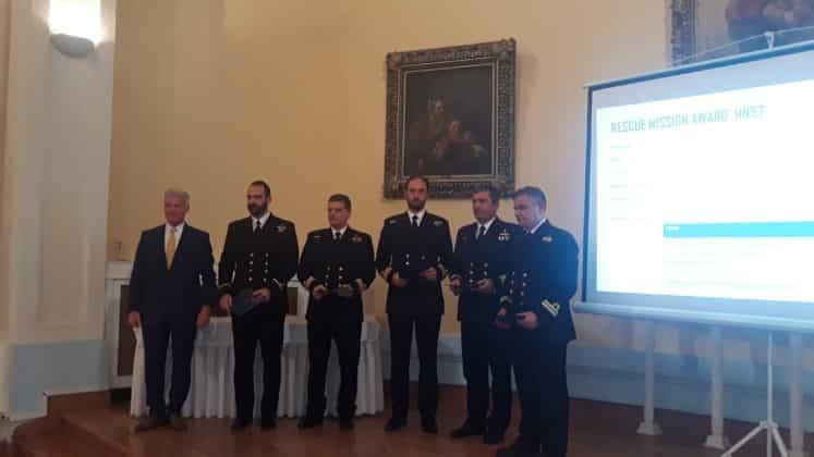 Πολεμικό Ναυτικό: Ποιοι είναι οι Έλληνες πιλότοι που βράβευσε η Sikorsky 2 Πολεμικό Ναυτικό: Ποιοι είναι οι Έλληνες πιλότοι που βράβευσε η Sikorsky