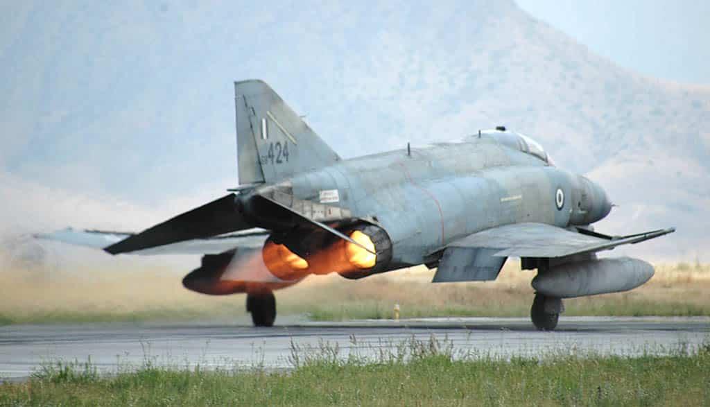 Γιατί πετάνε σήμερα 13/2 μαχητικά αεροσκάφη σε Πειραιά Ελευσίνα