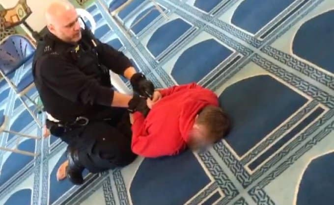 Συναγερμός από ένοπλη επίθεση σήμερα Πέμπτη 20 Φεβρουαρίου, σε τζαμί στο Λονδίνο. Ένας τραυματίας από μαχαίρι. Ο δράστης συνελήφθη