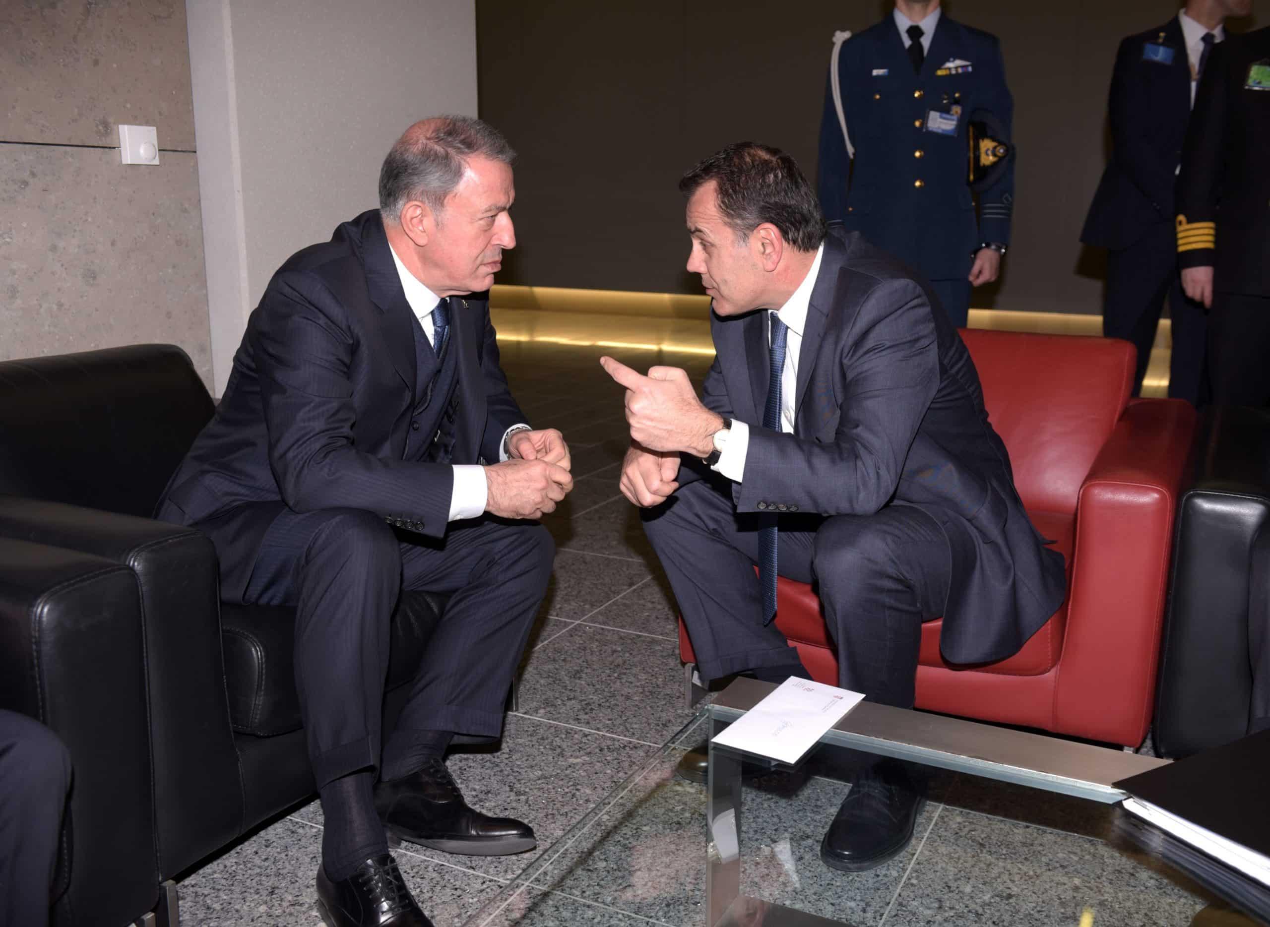 Έλληνας υπουργός Εθνικής Άμυνας, Νίκος Παναγιωτόπουλος, συναντήθηκε με τον Τούρκο ομόλογό του, Χουλούσι Ακάρ, στο πλαίσιο της συνόδου του ΝΑΤΟ.
