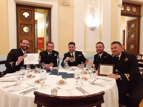 Πολεμικό Ναυτικό: Ποιοι είναι οι Έλληνες πιλότοι που βράβευσε η Sikorsky 1 Πολεμικό Ναυτικό: Ποιοι είναι οι Έλληνες πιλότοι που βράβευσε η Sikorsky