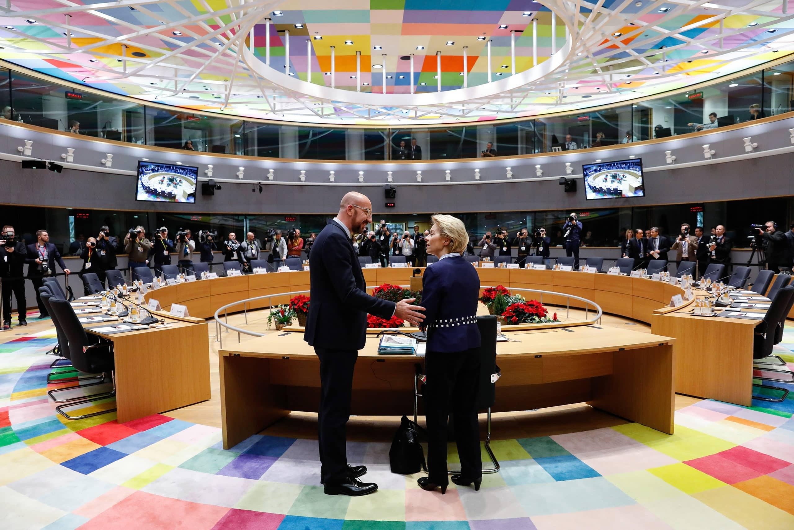 Σύνοδος Κορυφής ΕΕ: Ένα τρις ευρώ οι ολιγαρκείς και οι άλλοι