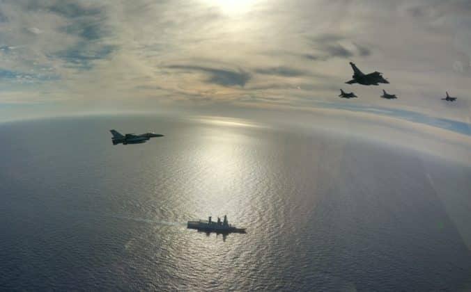 Ελληνικά F-16 και γαλλικά Rafale στο Charles de Gaulle VIDEO