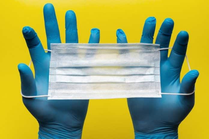 Τσιόδρας για γάντια μιας χρήσης 9/4: Είναι επικίνδυνα