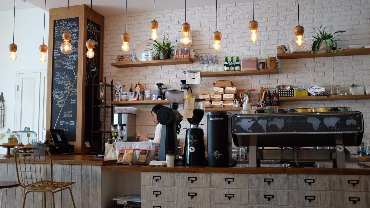 Ποια μαγαζιά ΔΕΝ ανοίγουν σήμερα 25/5: Εστιατόρια (ιντερνετ) καφέ μπαρ ανοίγουν τα πρακτορεία ΟΠΑΠ - Πότε ανοίγουν οι καφετέριες