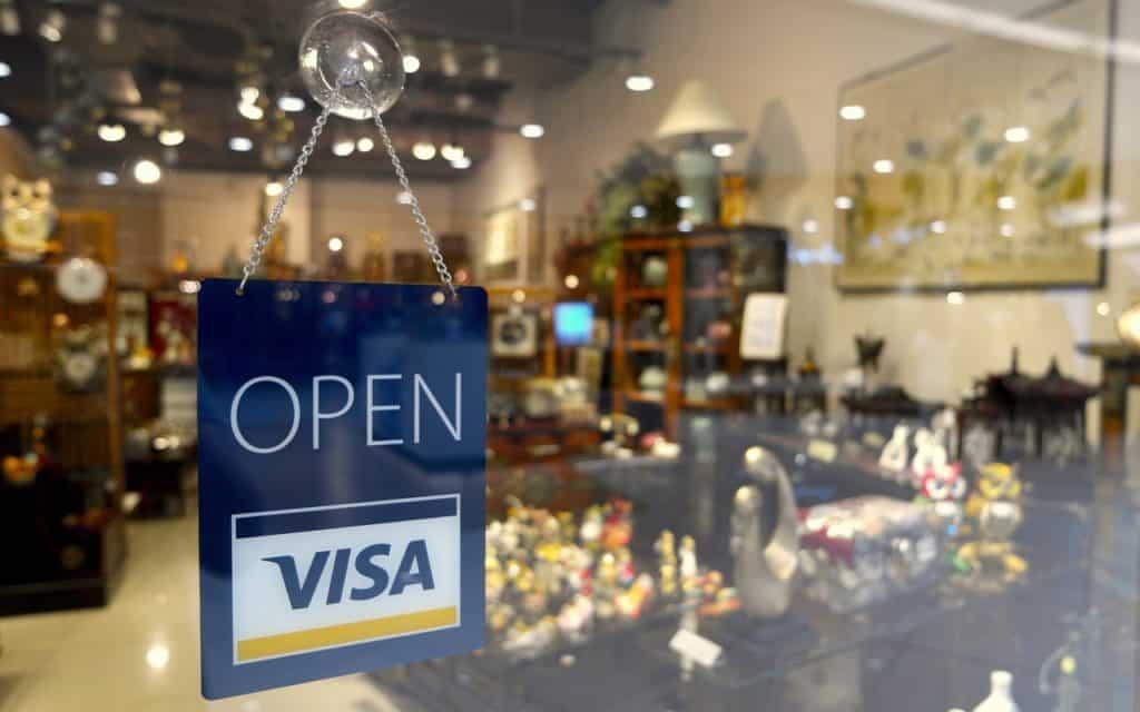 Αγίου Πνεύματος 2020: Ανοικτά ή Κλειστά μαγαζιά - Τι ισχύει για τράπεζες Ποια μαγαζιά ανοίγουν τη Δευτέρα 4 Μαϊου - Δηλώσεις