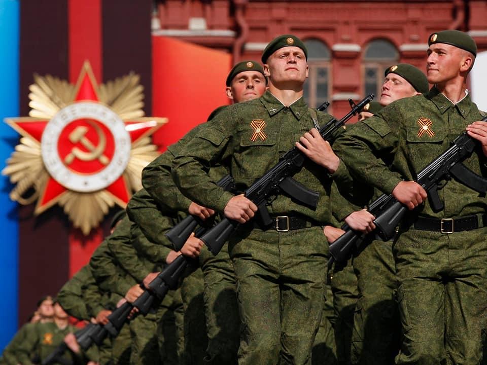 Ρωσικός Στρατός: Εντυπωσιακή παρέλαση στην κόκκινη Πλατεία