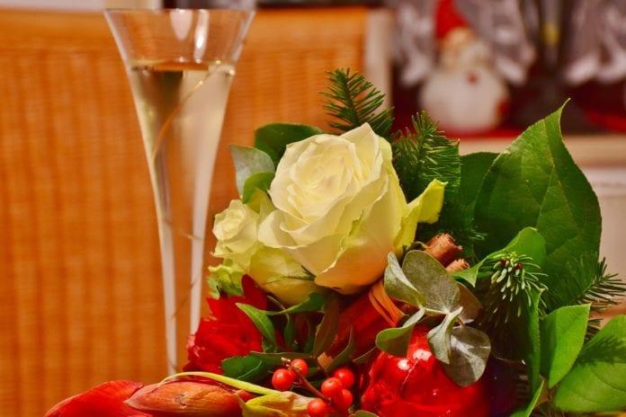 Γιορτή σήμερα Κυριακή 27 Σεπτεμβρίου 2020 - Ποιοι γιορτάζουν 27/9 - Βρείτε και στείλτε τους τις πιο πρωτότυπες ευχές με μαντινάδες