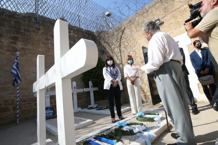 Η πρόεδρος της Δημοκρατίας στα Φυλακισμένα Μνήματα και τη Λήδρας