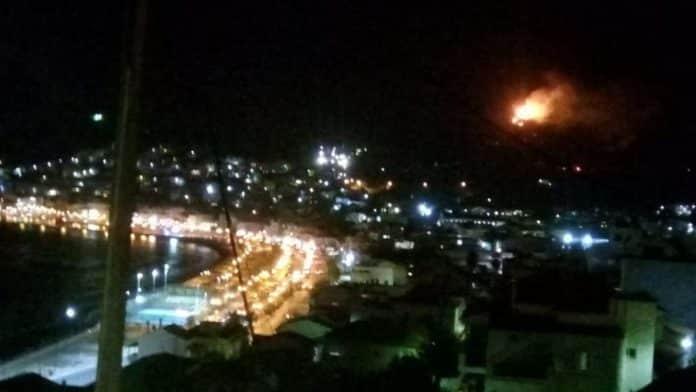 Φωτιά κοντά στο κέντρο μεταναστών στη Σάμο VIDEO
