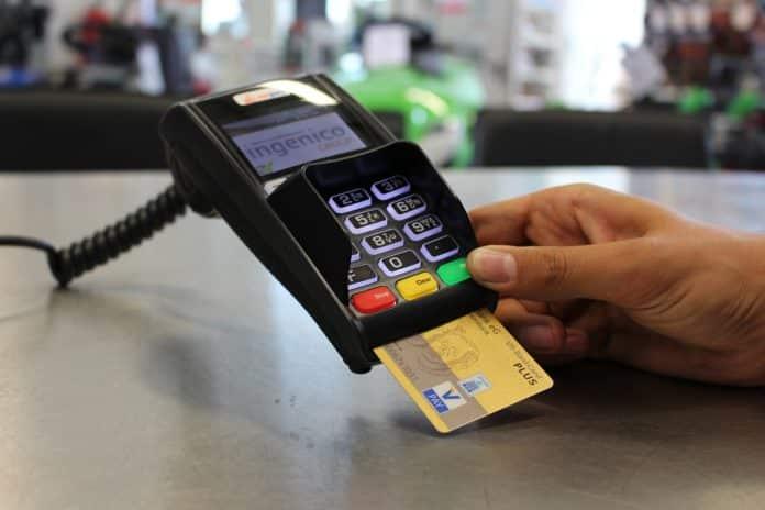 Ανέπαφες συναλλαγές με κάρτες: όριο €50 χωρίς PIN έως 31/12