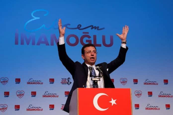Εκρέμ Ιμάμογλου: Στο νοσοκομείο με κορονοϊό ο αντίπαλος του Ερντογάν