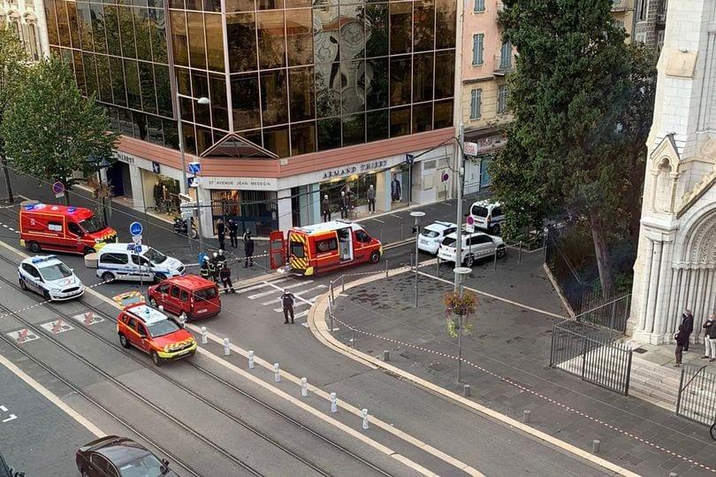 Πολεμικό μήνυμα Μακρόν: Η Γαλλία δέχεται επίθεση από ισλαμιστές τρομοκράτες - Δεν κάνουμε πίσω δήλωσε σήμερα ο Γάλλος πρόεδρος μετά την επίθεση στη Νίκαια
