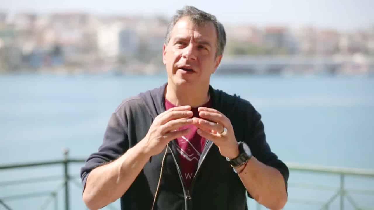 Αύξηση θητείας: Μια λάθος απόφαση, την πιο κρίσιμη στιγμή, υποστηρίζει ο Σταύρος Θεοδωράκης στην εφημερίδα Καθημερινή
