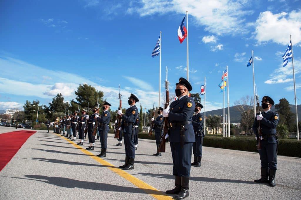 «Μ' αεροπλάνα και βαπόρια» υπεγράφη η σύμβαση για τα ελληνικά Rafale