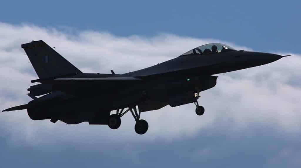 Αμερικανίδα πιλότος στην πρώτη πτήση του F-16V στην Τανάγρα