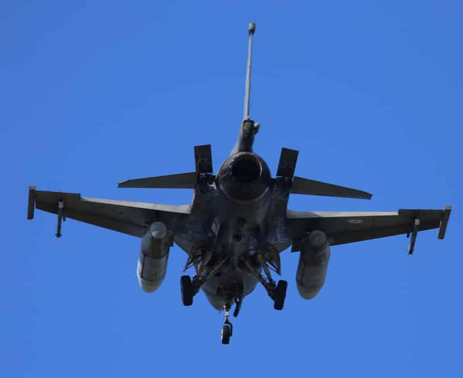 Αμερικανίδα πιλότος στην πρώτη πτήση του F-16V στην Τανάγρα ΦΩΤΟ