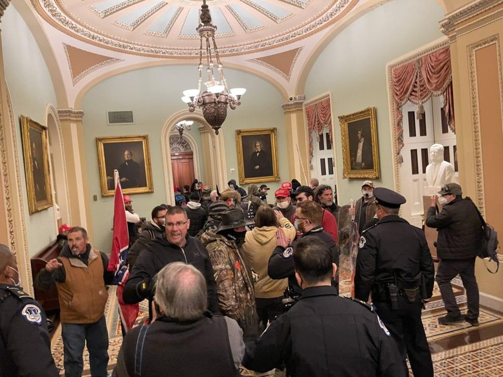 ΗΠΑ: Σε ποιους ασκήθηκαν διώξεις για την εισβολή στο Καπιτώλιο - Ανάμεσά τους αντιπρόσωπος του νομοθετικού σώματος της Δυτικής Βιρτζίνια