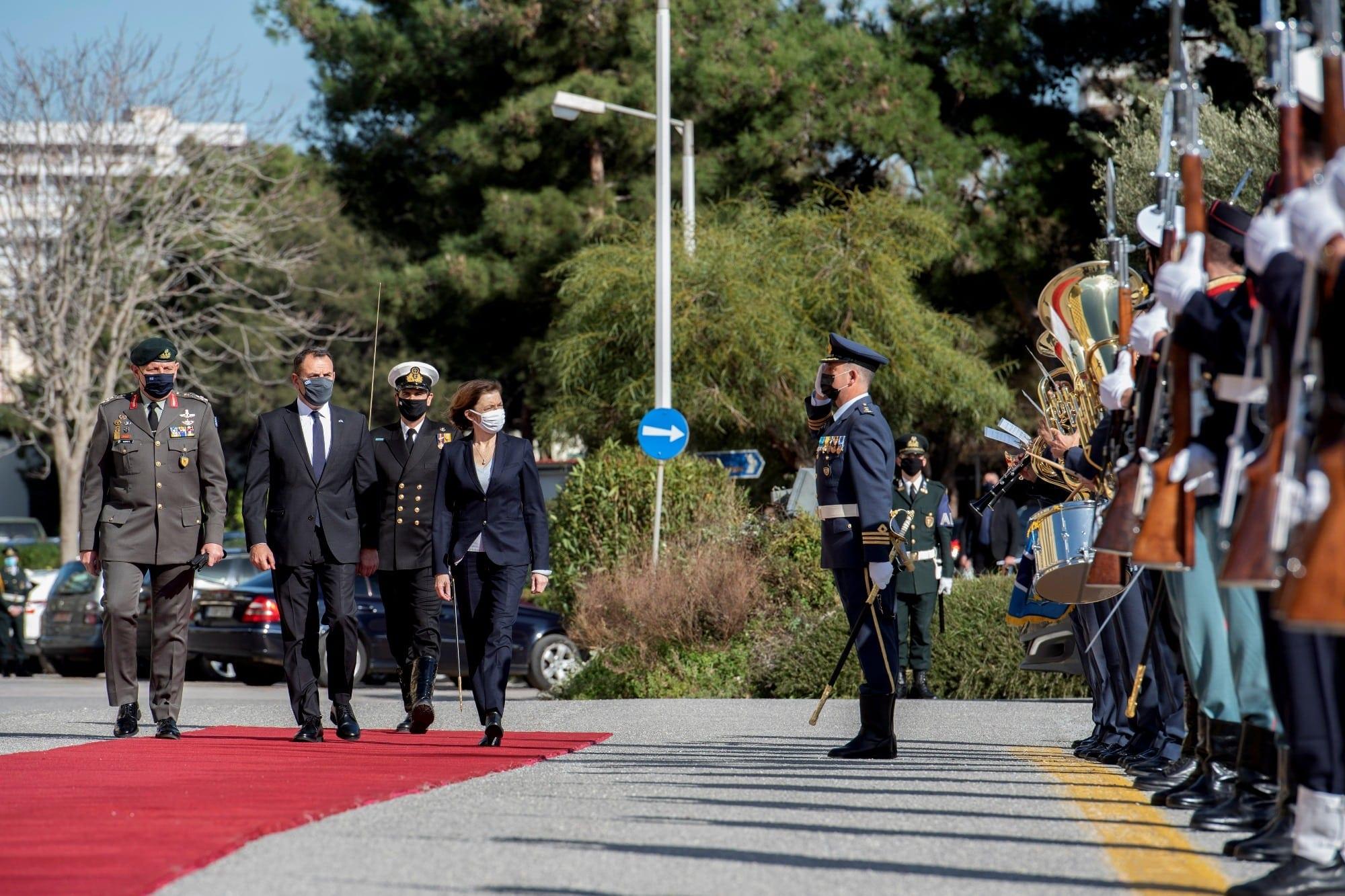 Ελλάδα - Γαλλία: Τι είχε στην «βαλίτσα» της η Φλοράνς Παρλί