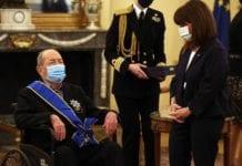 Η ΠτΔ παρασημοφόρησε τον 97χρονο εφοπλιστή Ιάκωβο Τσούνη
